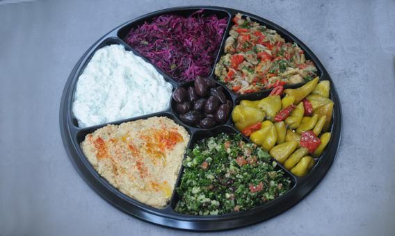 Plateau varié avec taboulé et salades